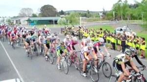 ..|_ The PowerNet Tour peloton rolls through Otautau